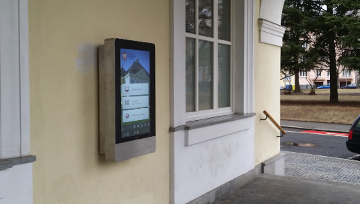 Nástěnná elektronická úřední deska NOBO - v Přerově